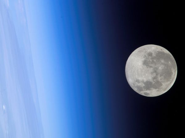full-moon-horizon_9450_600x450